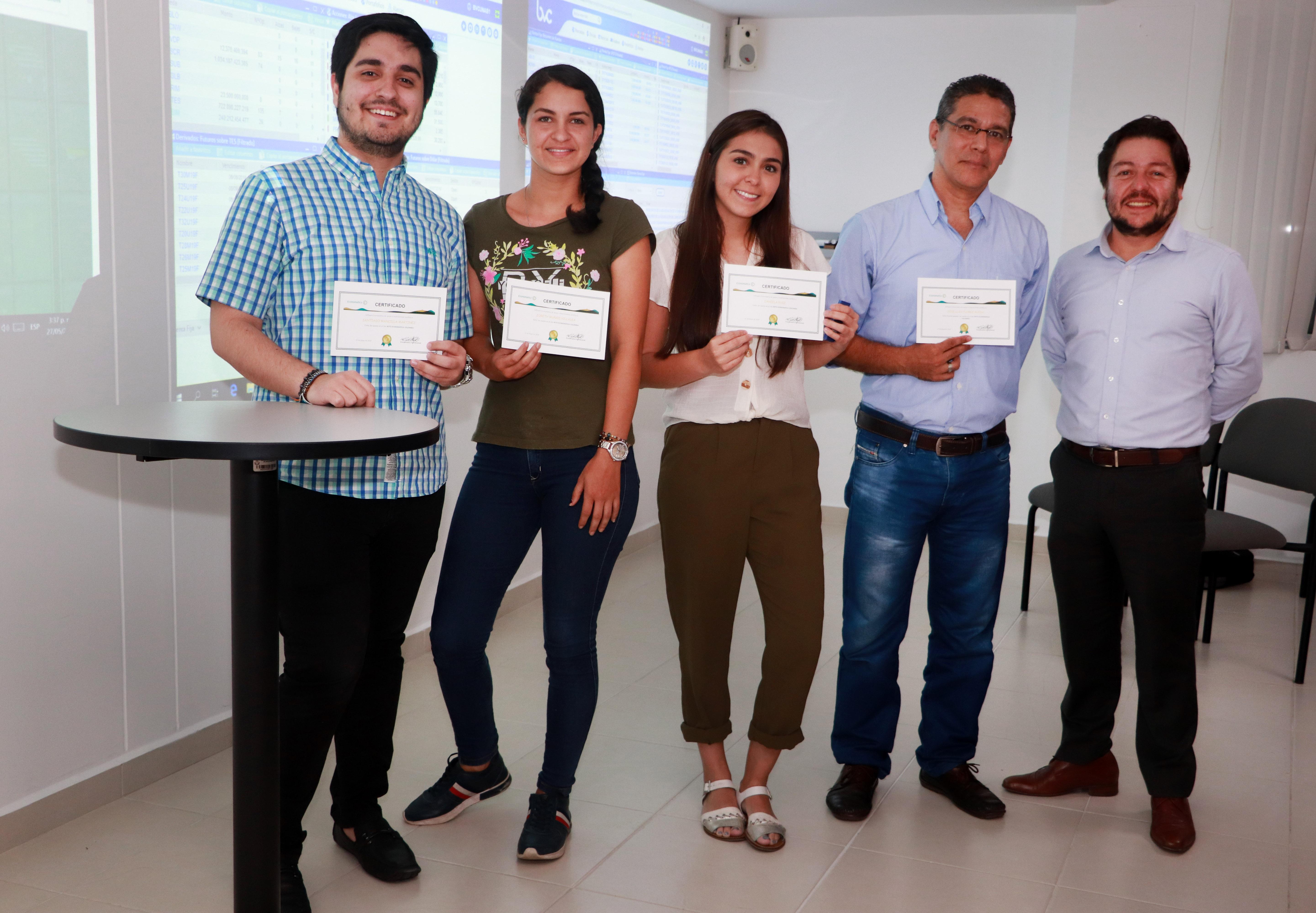 Estudiantes de Ingeniería Financiera UNAB ganan concurso nacional